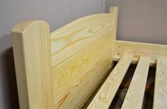 dřevěná dvojlůžková postel z masivního dřeva Marsylia chalup