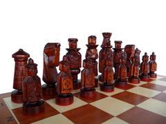 dřevěné šachy vyřezávané Španělský Dvůr 121 mad