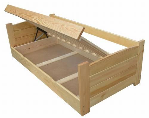 Dřevěná postel s úložným prostorem Twardziel chalup