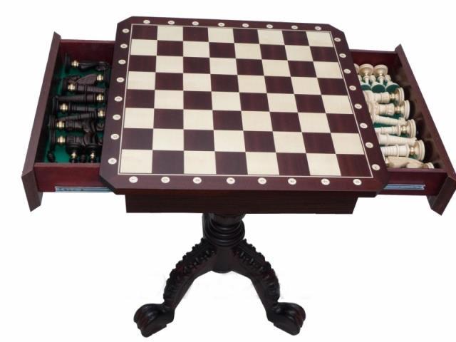 dřevěný šachový stůl včetně figurek 101A mad
