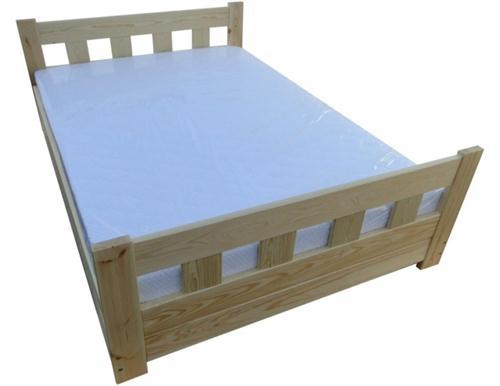 dřevěná dvojlůžková manželská postel s úložným prostorem Wenecja chalup