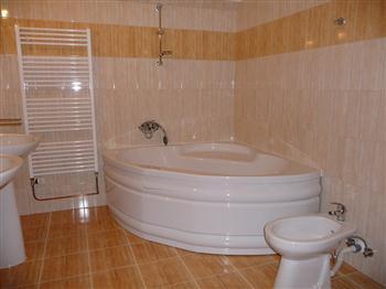 Hotel Praděd Rýmařov - podkrovní pokoje, koupelna