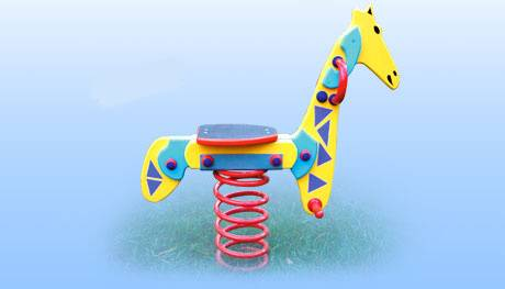 dřevěná zahradní pružinová houpačka žirafa