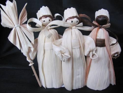vánoční dekorace Tří Králové z kukuřičného šusti