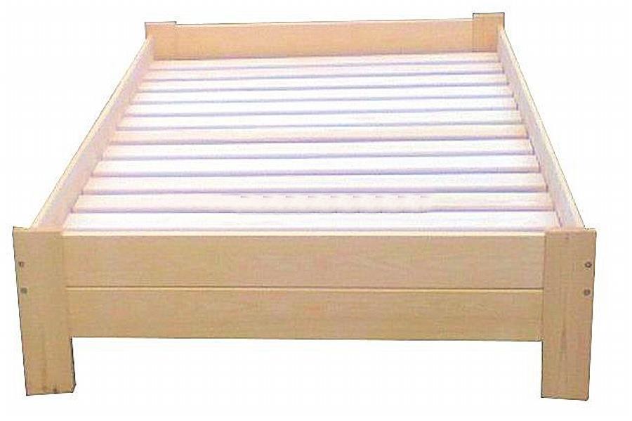 jednolůžková postel z masivního dřeva Awinion chalup
